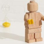 LEGO rend hommage à ses débuts avec une figurine géante